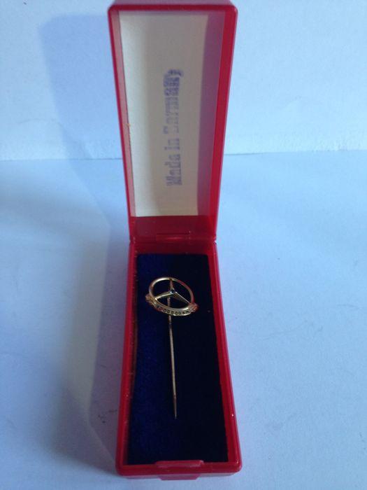9 carat gold (333) and Sapphire Mercedes-Benz brooch 1 million Km