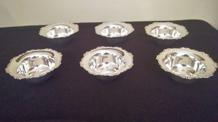 Set of 6 bowls in solid silver 800 Made in Italy in the 20th century.