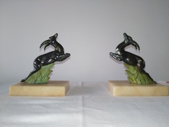 Gazelle bookends in regulus