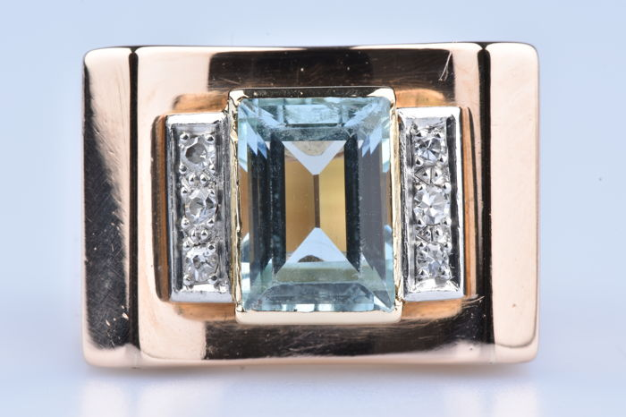 18 kt (750/1000) yellow gold ring with 1 Aquamarine / 6 brilliant cut diamonds of approx. 0.06 ct in total