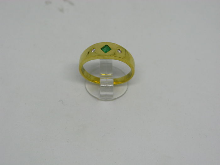 18k (750/1000) yellow gold ring 3,4gr set with diamonds 0,03ct and emeralds 0,17ct - size:54 - No free resizing