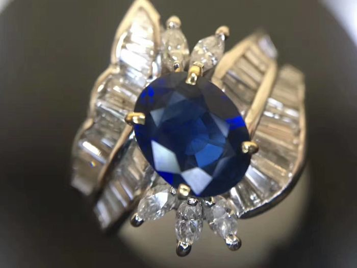 18 ct gold Ring 9 g set with 1.15 ct Sapphire and 1.01 ct Diamonds - size 6.75 US - Free resizing