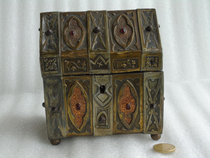 Here is a lovely object in perfect condition probably from the early 19th century