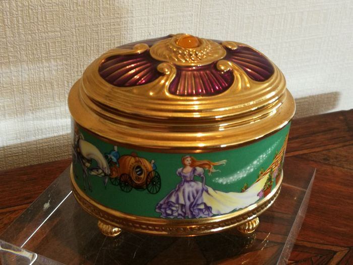 "House of Fabergé jewellery box - gold plated and enamelled porcelain music box ""Cinderella"""
