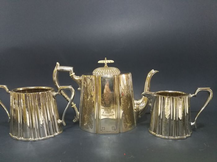 Lot with a 3-piece tea set - silver plated - teapot with engraving Speedie Bros - Ram Show - Stirling 1900