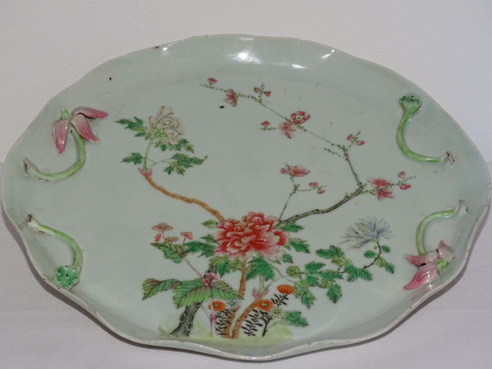 A beautiful Familie Rose porcelain Tray 29,5 cm - China - second half of the  19th century