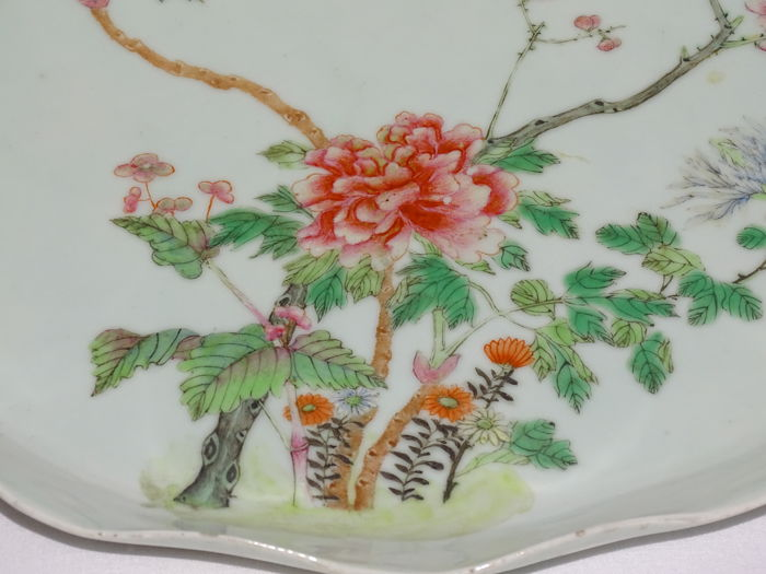 A beautiful Familie Rose porcelain Tray 29,5 cm - China - second half of the19th century