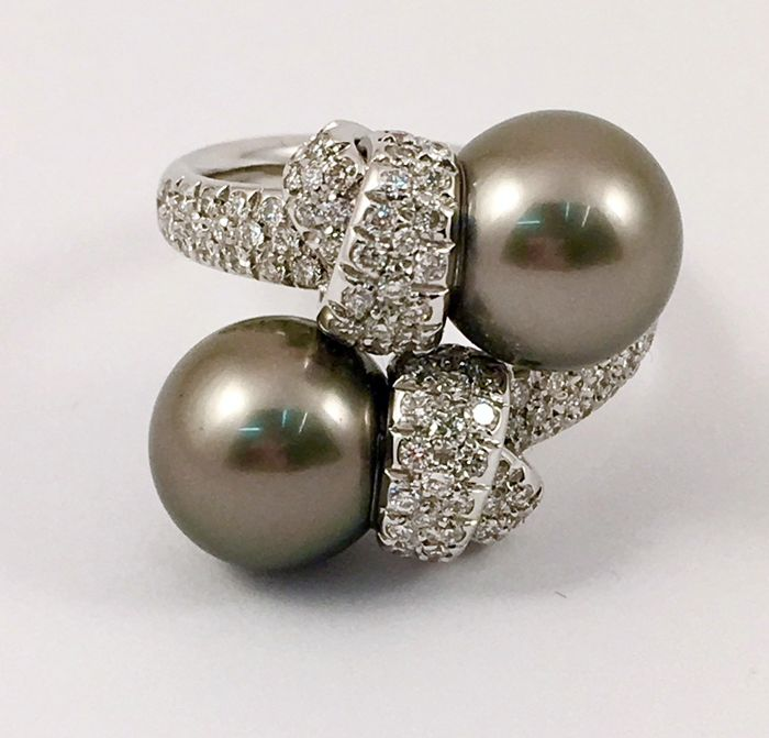 Ring in 18 kt white gold with Tahitian pearls measuring approx. 7.5-8 mm and diamonds for 0.50 ct