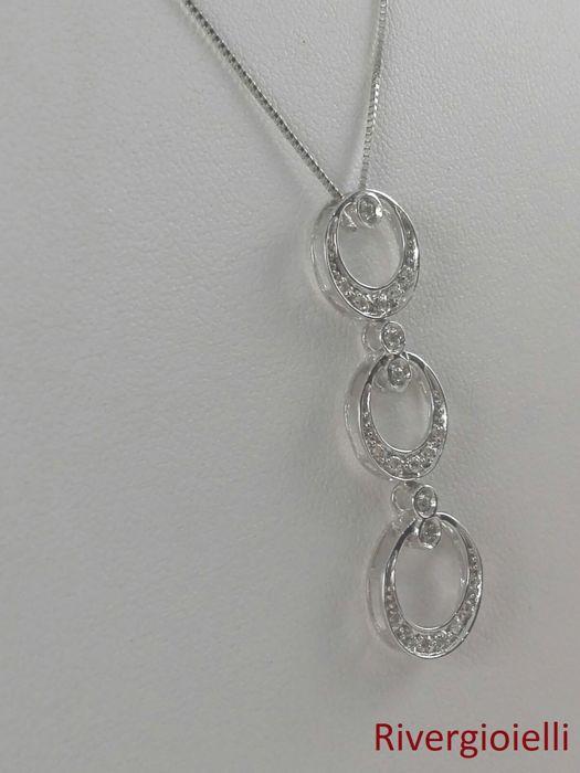 Women's necklace in 18 kt white gold and natural diamonds totalling 0.15 ct Weight: 2.9 g