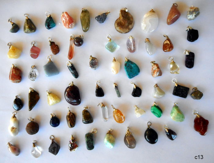 Lot of Semi-precious Stone and Mineral pendants - 12 tot 30 mm - 60 pcs - 200 gram