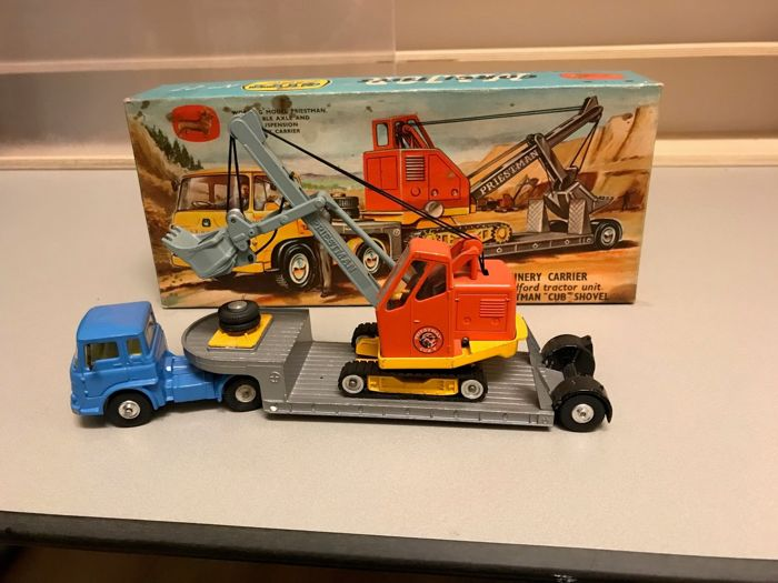 Corgi Toys - schaal onbekend - Giftset nr. 27 Priestman shovel on Machinery Carrier
