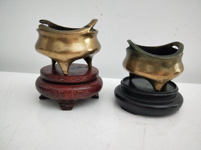 2 small bronze incense burners – China – Early 20th century