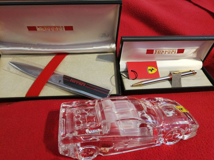 Ferrari - Desk set consisting of: Letter opener - Steel and gold pen - Crystal Testarossa - Year 2000