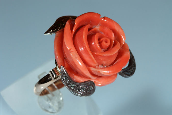 Yellow gold ring with Mediterranean coral rose and diamonds