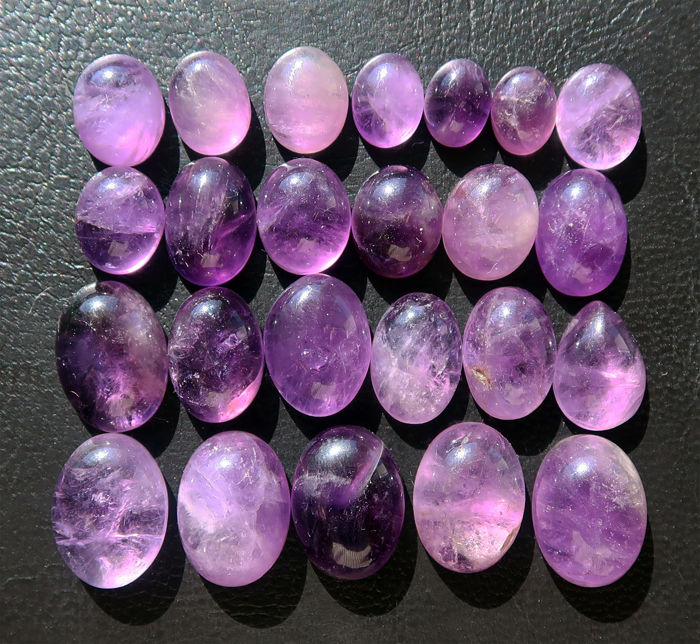 Lot of natural amethysts - cabochons in various shapes - size 9 to 16 mm -  159.9 ct (24)