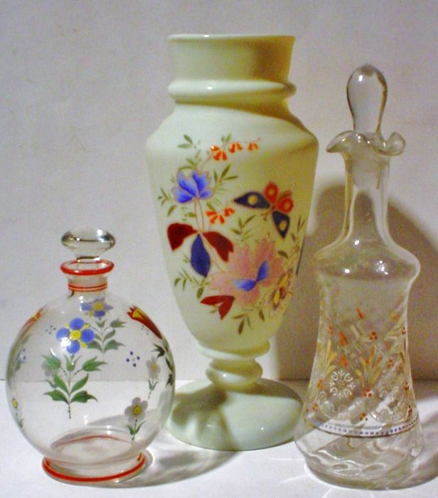 Lot of three antique glass objects with floral decoration - First half 20th century – France