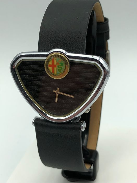 Alfa Romeo GT75 -  Classic Car Accessory - Grille Badge Stile Design - Watch