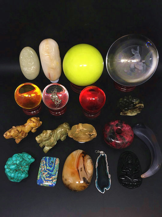 A large number of different mineral gems - 3500g- ore and sculpture - 18 pieces