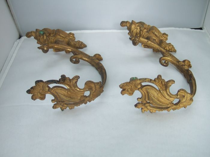 Fire gilded bronze curtain hooks, France, 19th century