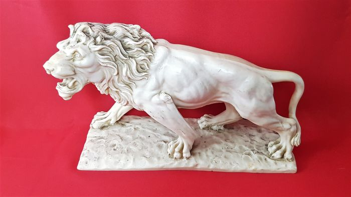 Sculpture of a lion, ivorine-signed