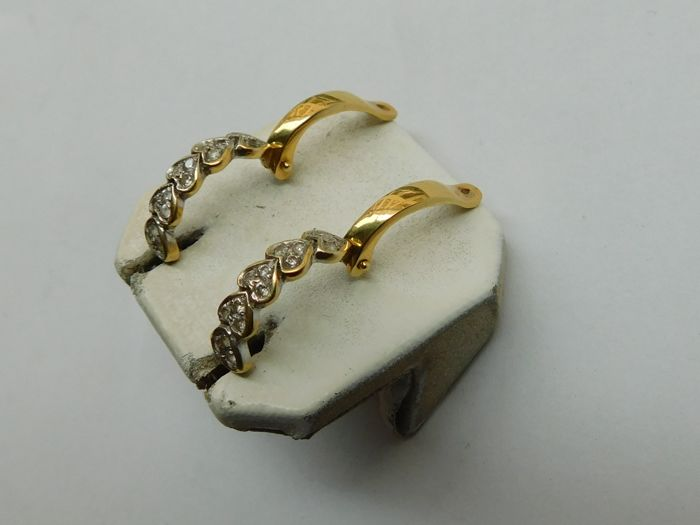 18 kt yellow gold earrings, height: 18 mm