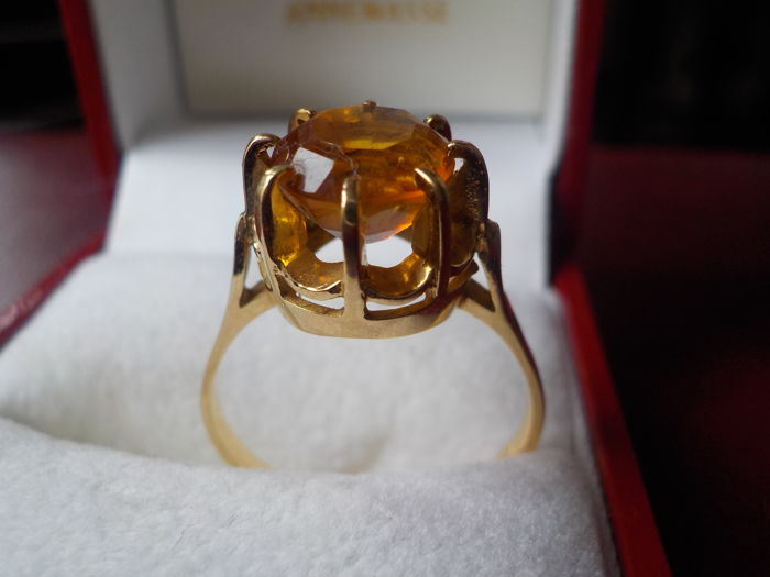 Ring 18 kt gold with a citrine of 1.95 ct