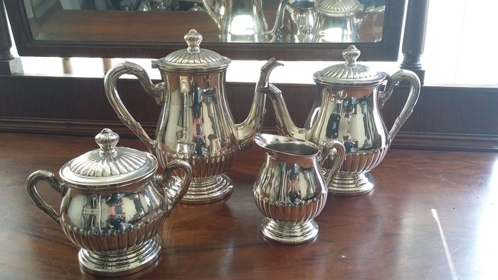 tea&coffee pot set silver plated faur pieces made in brazil.