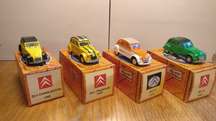 Norev - Scale 1/43 - Lot with 4 models: 1x 2cv Charlseston, 1x 2cv Paddock, 1x 2cv 4 & 1x 2cv 6