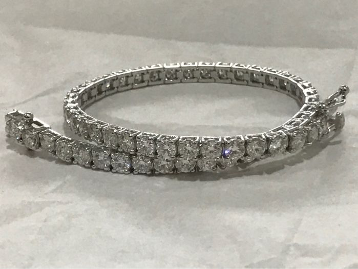 Tennis bracelet in 18 kt white gold with natural diamonds, 4 ct, colour F, clarity VS1