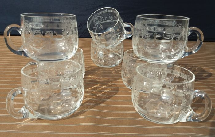 Saint Louis - Lot of 8 antique liquor cups in sparkly thin crystal - Model Congress 2710