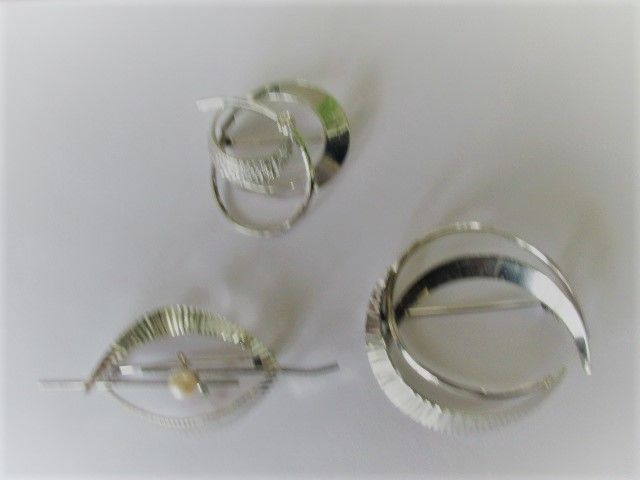 3 silver brooches from K&L