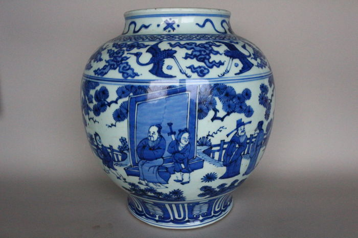 Shoulder jar in blue-white painting with officials playing in a garden - China -