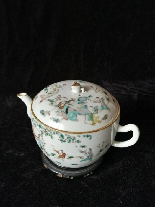 Famille rose porcelain teapot with characters decoration - China - late 19th century