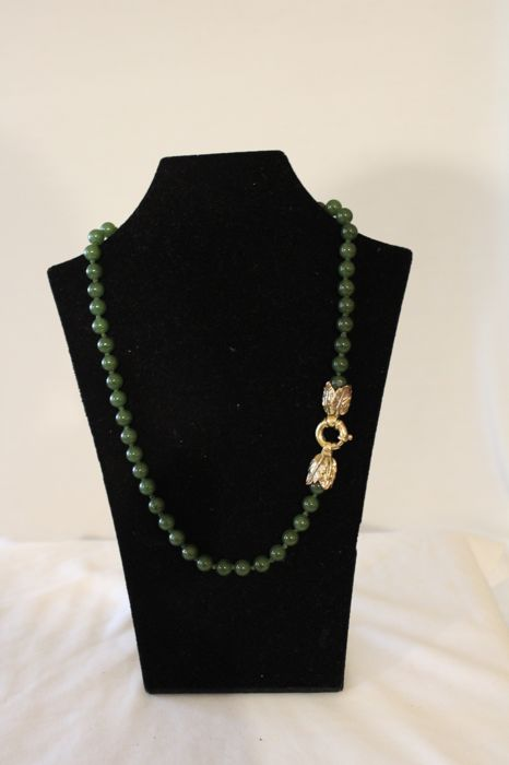 Necklace in 'spinach green' jade, Italy second half 20th century