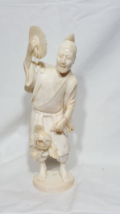 Ivory okimono - Performer with cymbal and peony - Japan - Early 20th century (Meiji period)