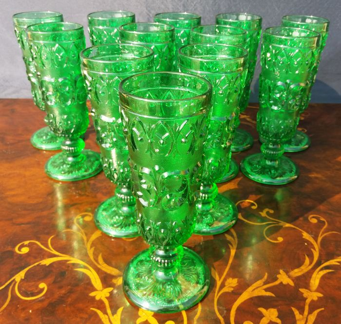 Lot of 12 glasses in green glass with floral decorations in relief