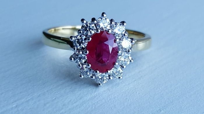 18 ct yellow gold ladies diamond ruby ring, Ring size 19 EU
