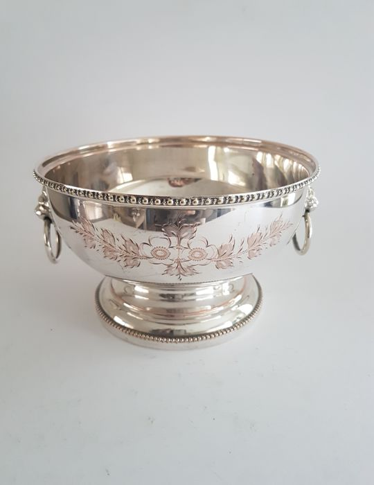 Silver plated dish / bowl on base with lion head - Marked - England