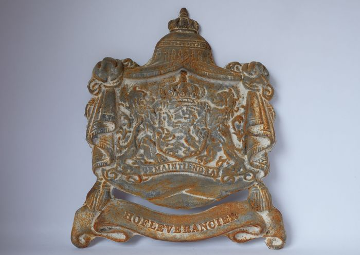 Je Maintiendrai - Purveyor Coat of Arms - Cast iron