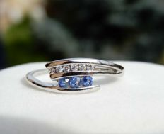 New, never worn 18 kt white gold ring, 6 diamonds and 3 sapphires