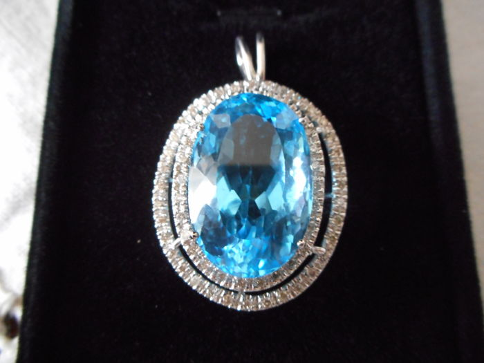 Pendant in 18 kt white gold With natural topaz weighing 33.39 ct (IGI certified) and 0.64 ct of diamonds