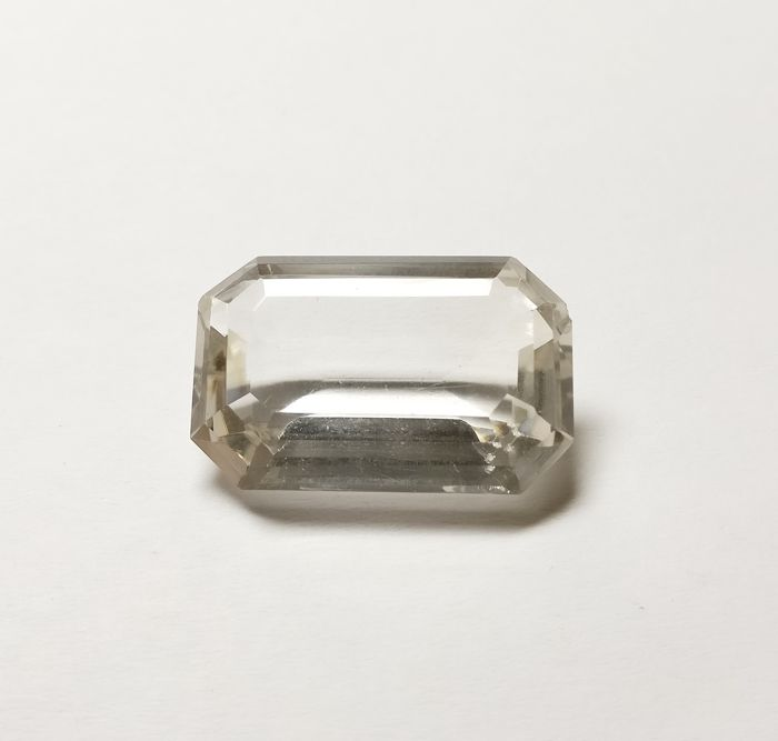 Rock Crystal Colorless 35.80 ct *** No Reserve ***