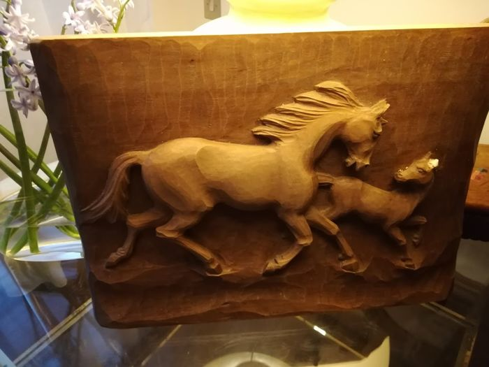 Bas-relief and carving with drawing of racing horses