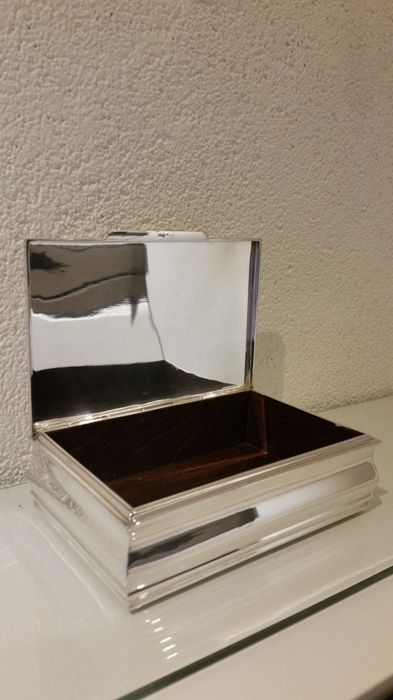Decorated silver cigar/presenting box, Van Kempen en Begeer, second half 20th century