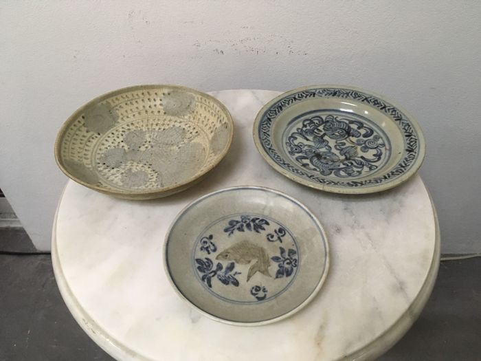 3 Porcelain B/W Plates. China - Ming Dynasty, 16th Century.