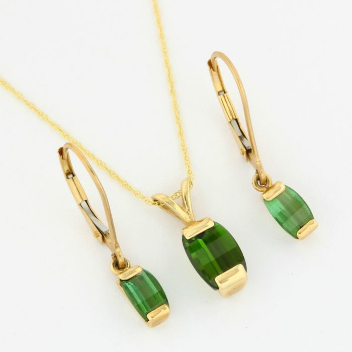 No Reserve Price - 14k Yellow Gold - 3.25 ct Fancy Criss Cut Peridot Set of Necklace with Pendant and Earrings - 45 cm