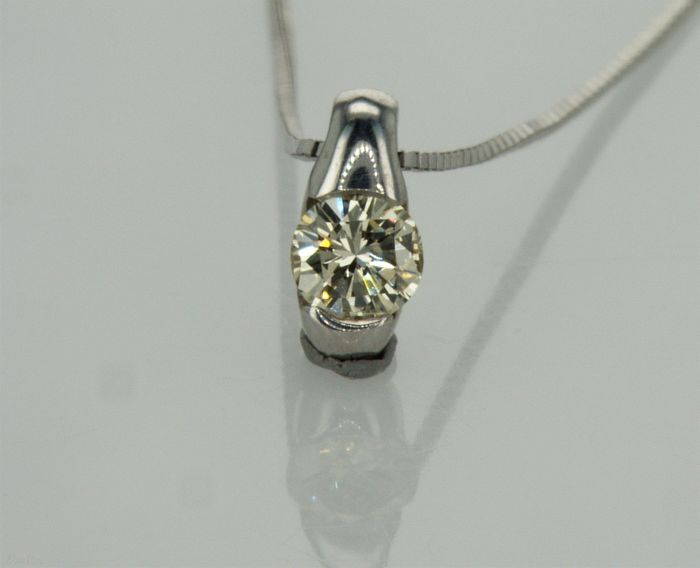"""14K 1.46g white gold, set with 0.24ct I-J VS center """"flying diamond"""" necklace with pendant 40 c.m long"""
