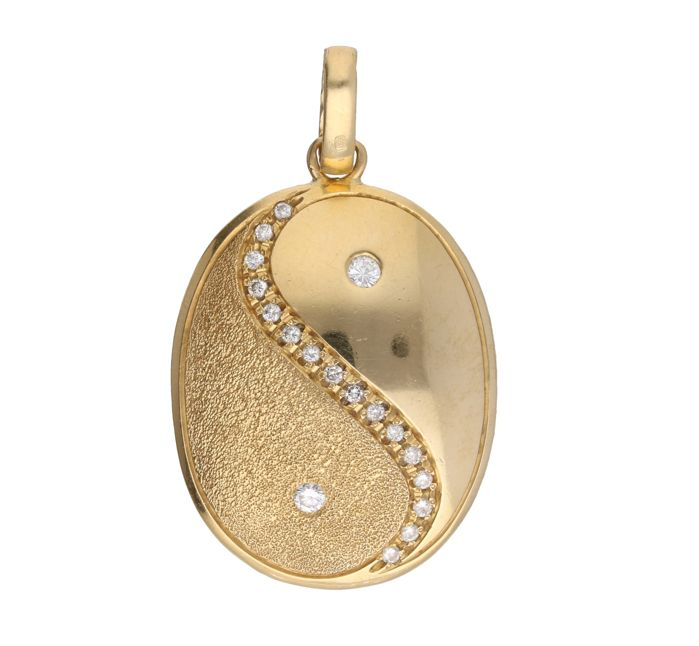 "14 kt Yellow gold pendant with ""Yin and Yang"" set with 18 brilliant cut diamonds, approx. 0.14 ct in total - Length x width: 4.2 x 2.4 cm"
