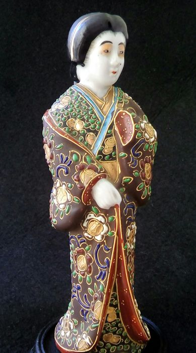 Kyoto Satsuma moriage geisha figurine - Marked at bottom - Japan - ca. 1940