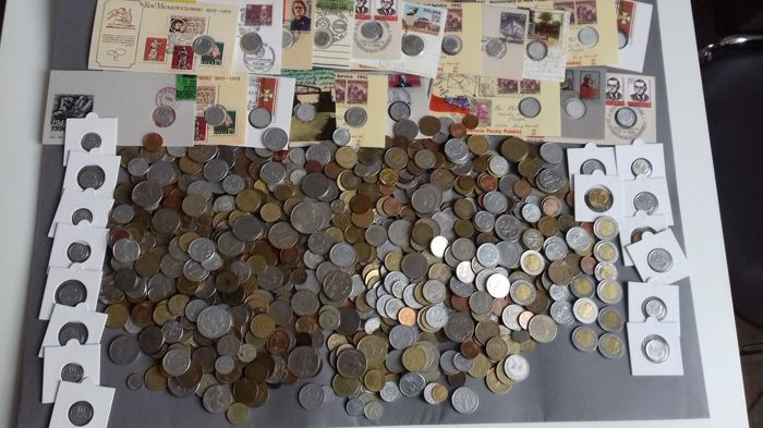 World - Lot various coins + 4 medals after 1940 (850 pieces)